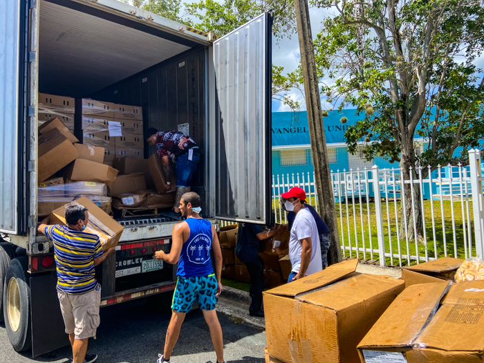 Entrega de cajas de alimentos 4 de julio de 2020